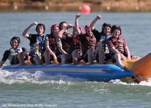 Sports nautiques pour les groupes à 6 minutes