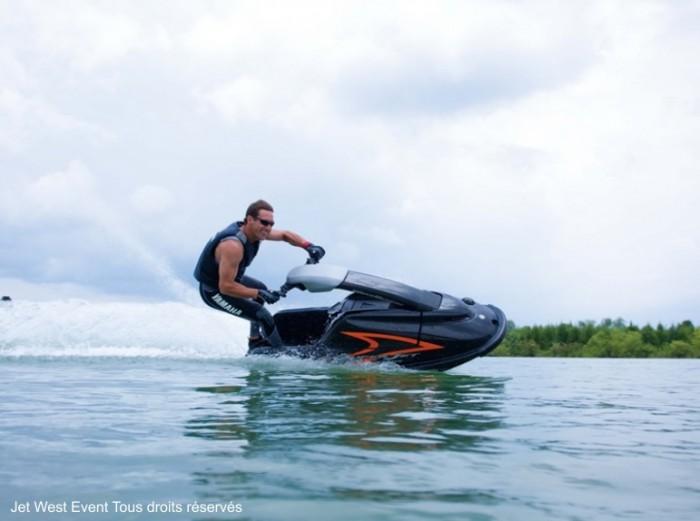 Sports nautiques et jet ski pendant votre séjour de groupe en vendée