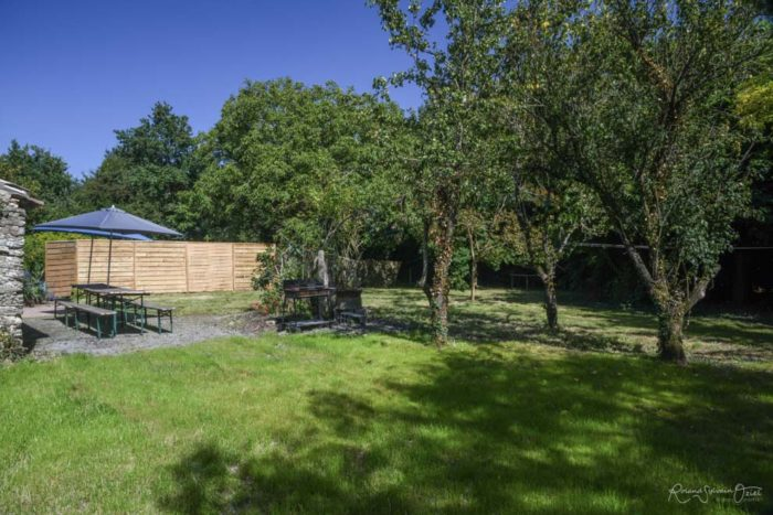 Gîte de groupe avec un grand jardin