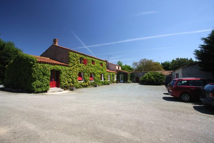 Gite de groupe avec grand parking privatif en Vendée