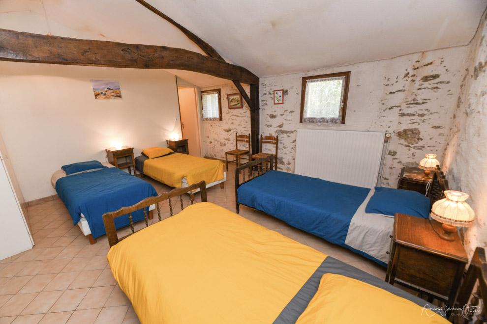 Chambre jonquille gîte de groupe la Vergne en Vendée
